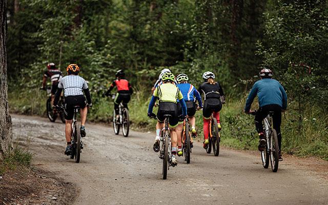 Gorsko kolesarjenje s prijatelji
