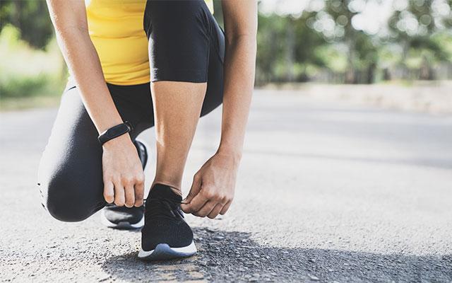 Zavezovanje vezalk na tekaških čevljih